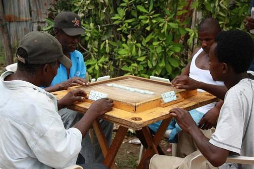 República Dominicana-jugando-domino.jpg