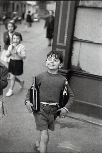 henri-cartier-bresson-rue-mouffetard-paris-1954-bo