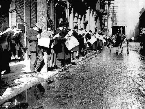 jornal_men_reading_melinda_street[1].jpg