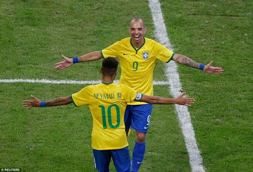 1413036275174_wps_28_Brazil_s_Diego_Tardelli_t.jpg