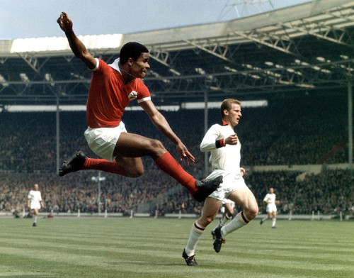 Eusebio-and-Giovanni-Trapattoni-1963-European-Cup-