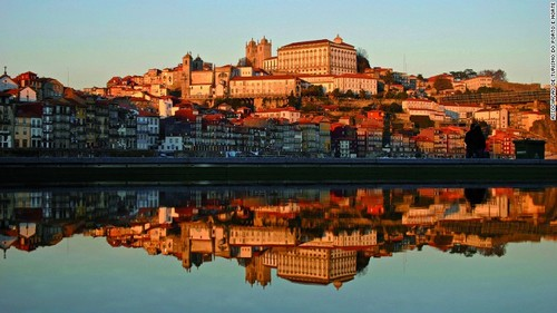 160720180100-n-portugal-porto-town-c-associao-de-t