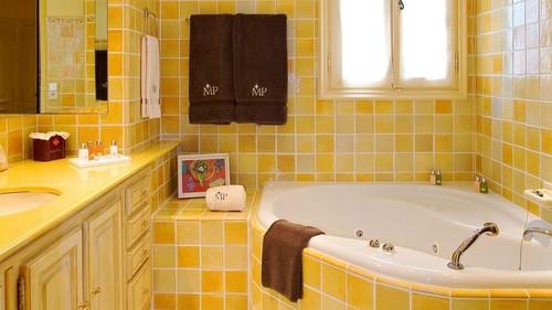 casa-banho-amarela-2.jpg