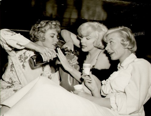 marilyn-monroe-some-like-it-hot-train-party.jpg