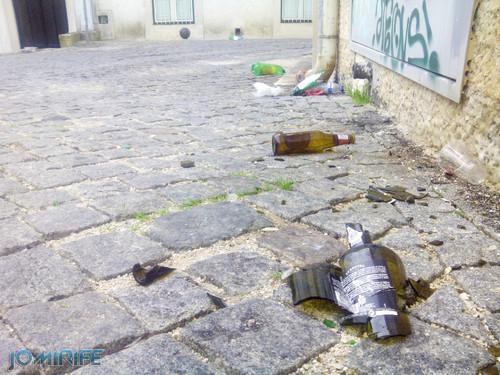 Garrafas de cerveja e vinho partidas pela rua depois de noite de festa de estudantes em Coimbra [en] Beer bottles on the street after night of partying in Coimbra Portugal