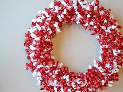 Valentines-Day-Curled-Grosgrain-Ribbon-Wreath-400x