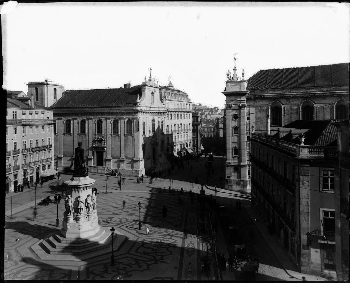 Praça Luis de Camões, anterior a 1895, foto de F