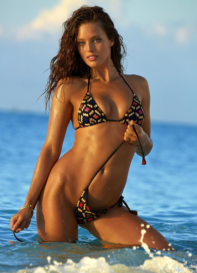 emily-didonato-in-sports-illustrated-swimsuit-issu