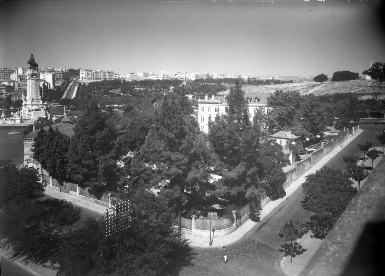 Palácio Sabrosa, jardim ant 1940.jpg