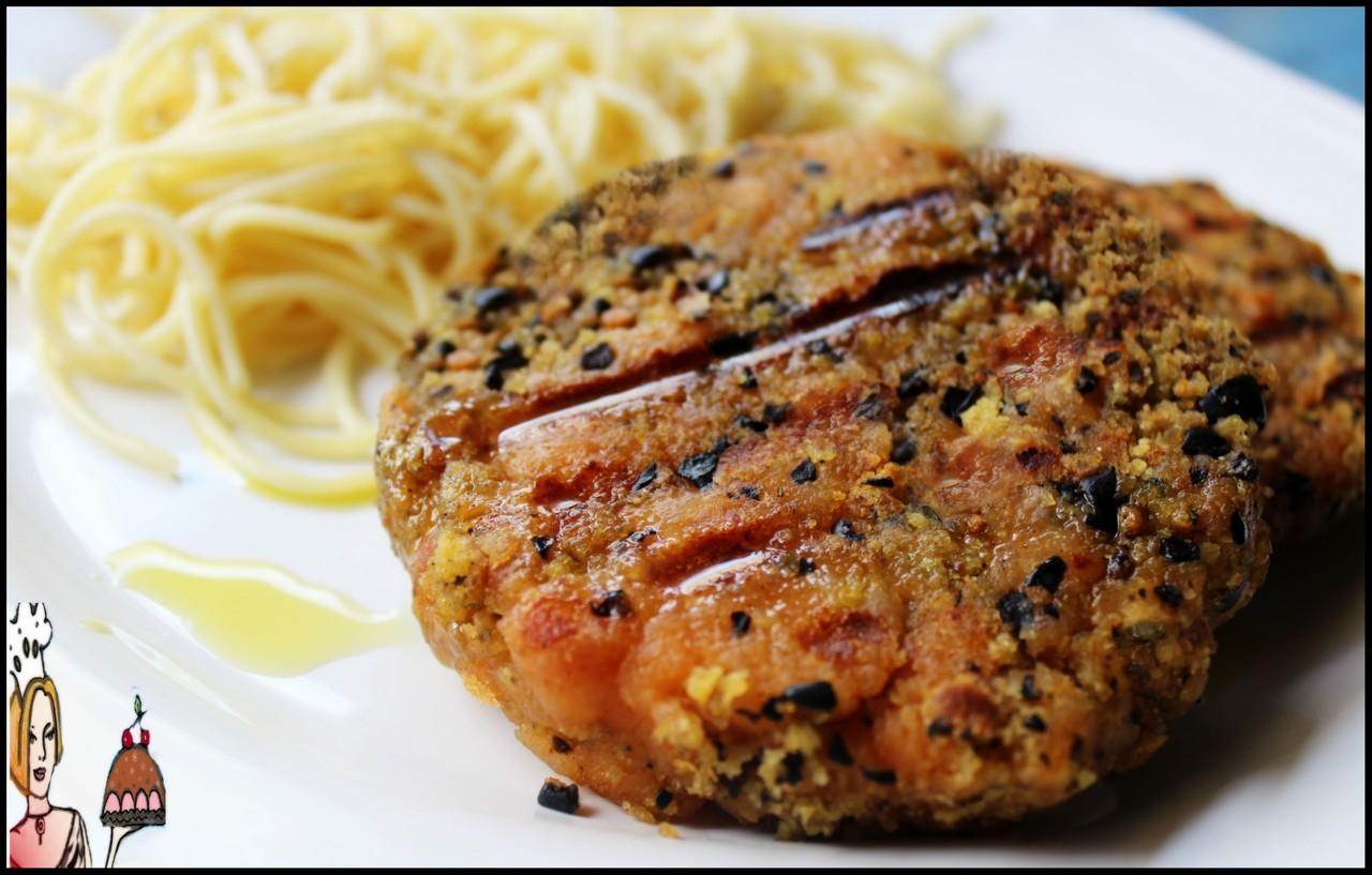 Hambúrgueres artesanais de farinheira, broa e azeitonas pretas