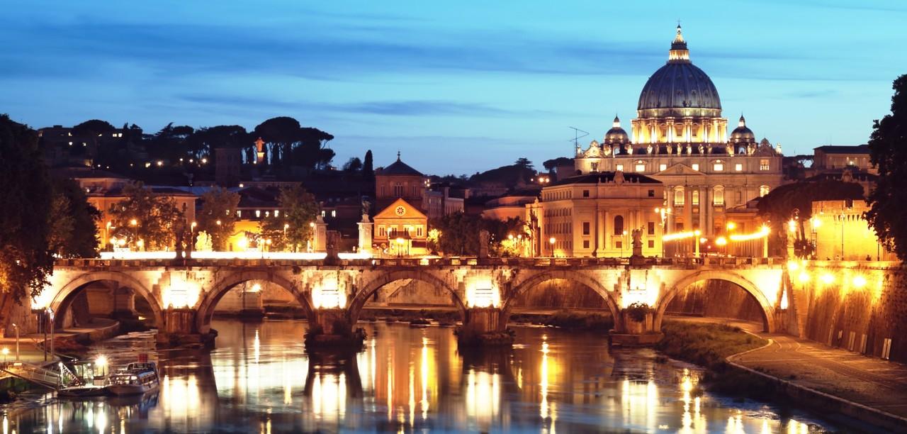Roma à noite. Créditos: livrespensadores.net