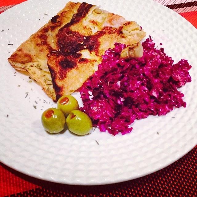 omolete de cogumelos + couve roxa picada.jpg