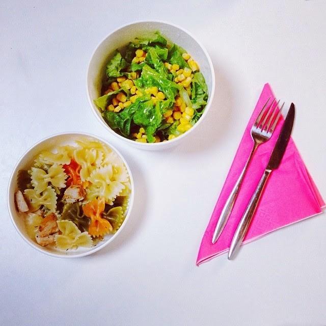 massa tricolor com frango + salada mista.jpg