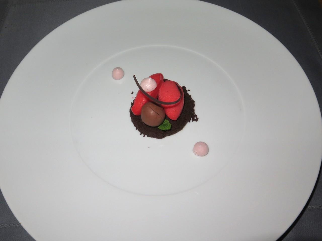 Sablé de chocolate e sorbet de morango