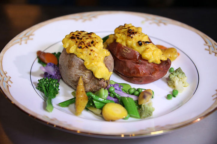golden-globes-2016-menu-potatoes-corn-w724.jpg
