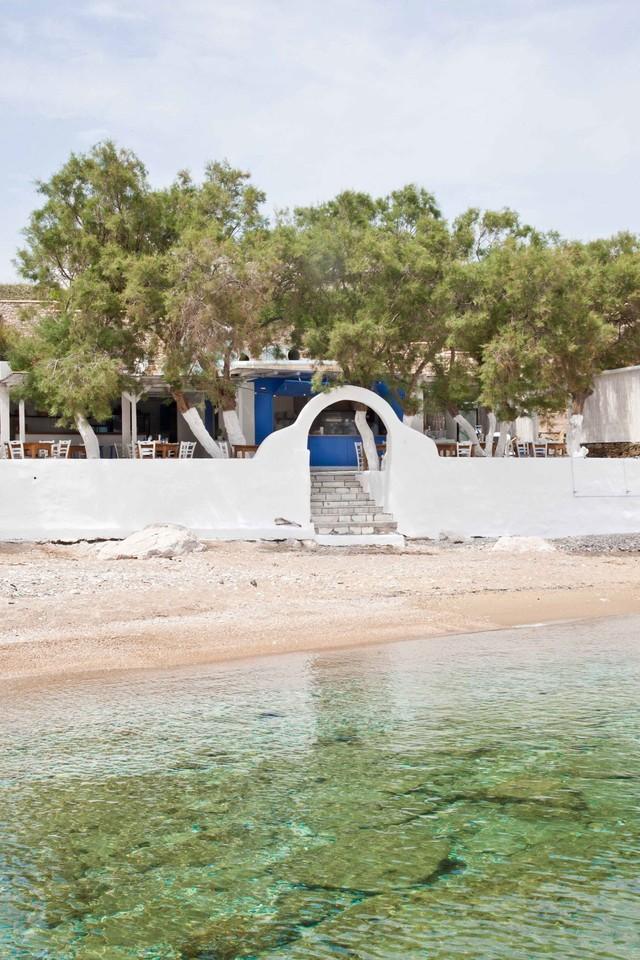 beach-entrance-at-beach-house-antiparos-cyclades-g