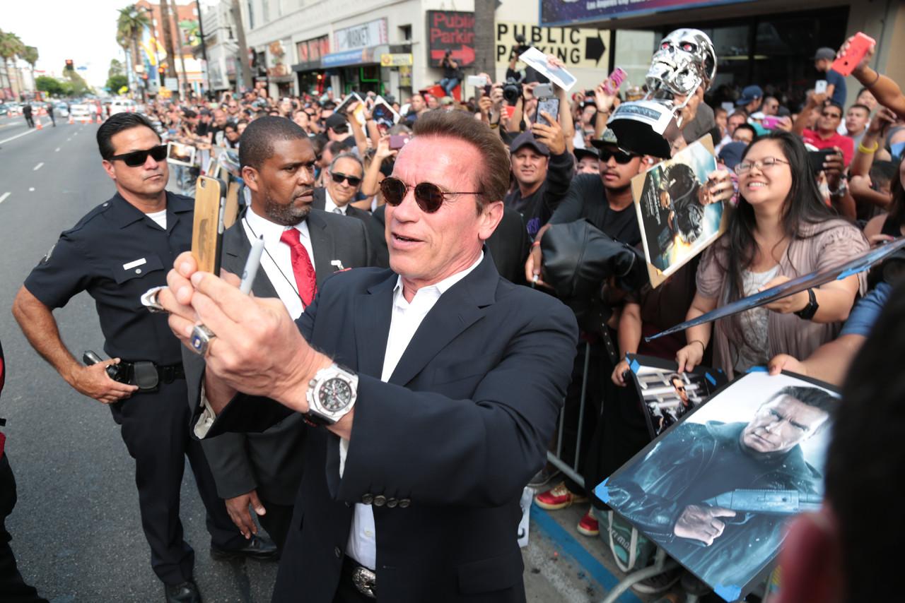 Arnold Schwarzenegger takes a selfie.JPG