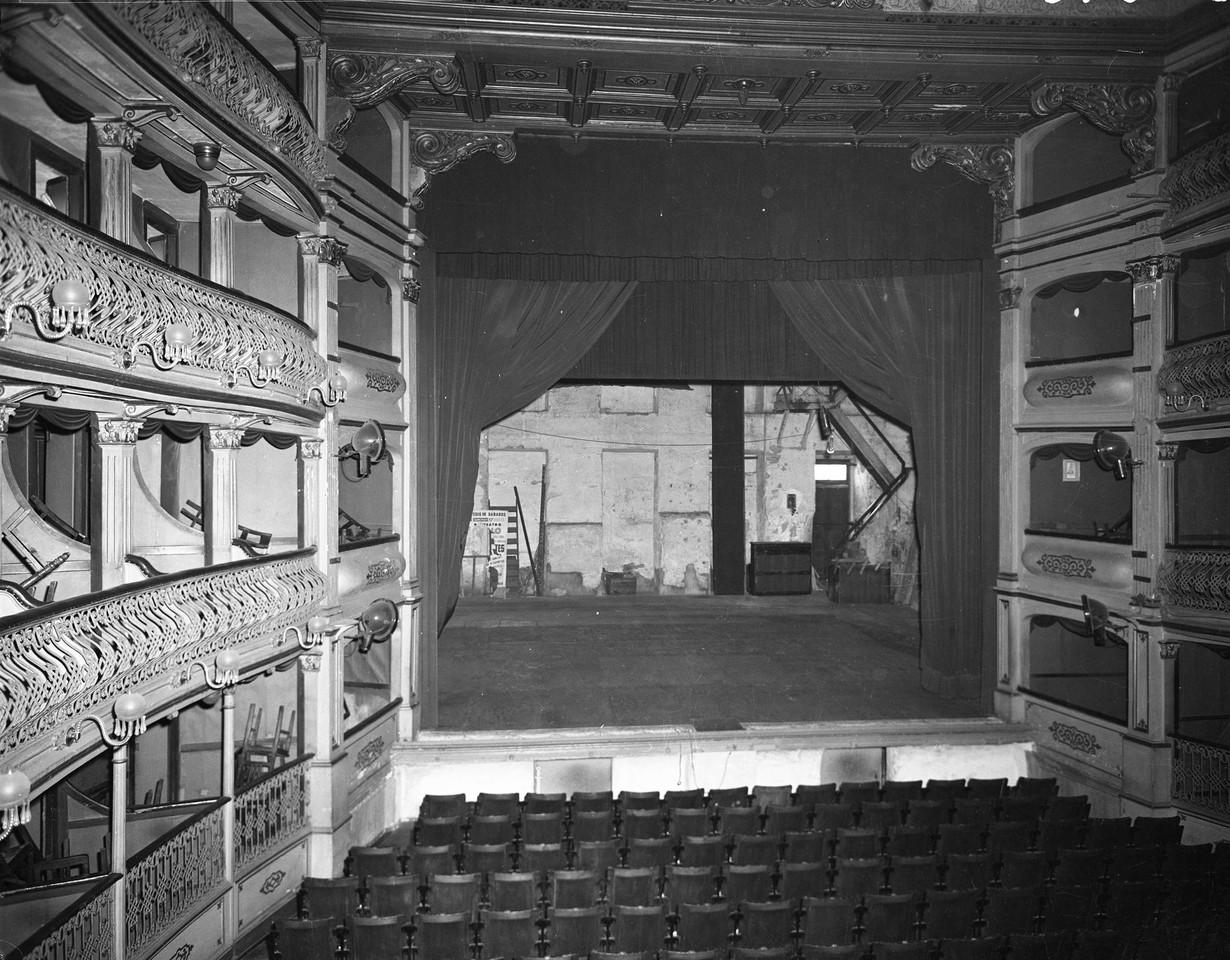 Teatro Apolo, interior 2 1957.jpg