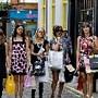 girls-shopping.jpg