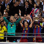 Eric-Abidal-lifts-the-tro-003.jpg
