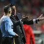 Rui Vitória fala com o quarto árbitro