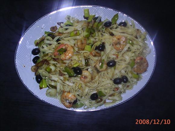 massa c/ camarão e alho françês