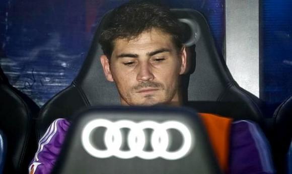 Casillas-banquillo-Santiago-Bernabeu.jpg