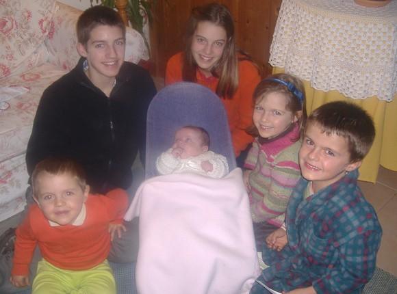 6 filhotes sara 2 meses e meio.JPG