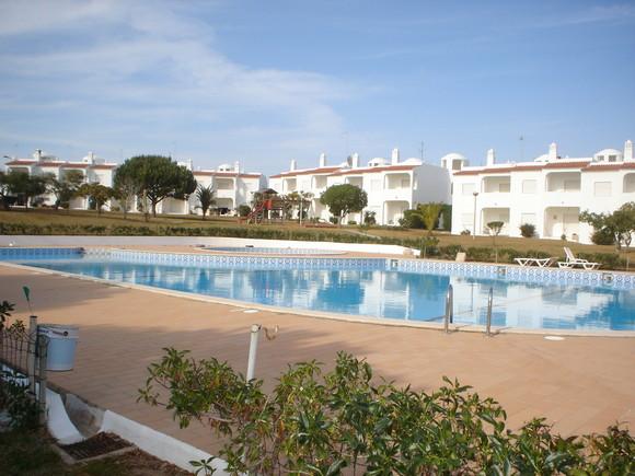 piscinas e jardim do aldeamento 3.jpg