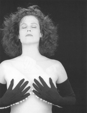 img-new-again-sigourney-weaver2_102455251632.jpg