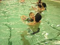 niños en el agua.jpg