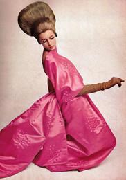 YSL 1966 vestdo geicha rosa.jpg