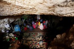 Sala de aula em caverna Tramla, Idlib, Síria