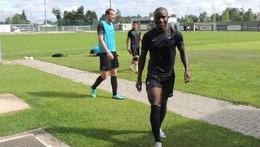 Christopher Oualembo chegou para reforçar a defes