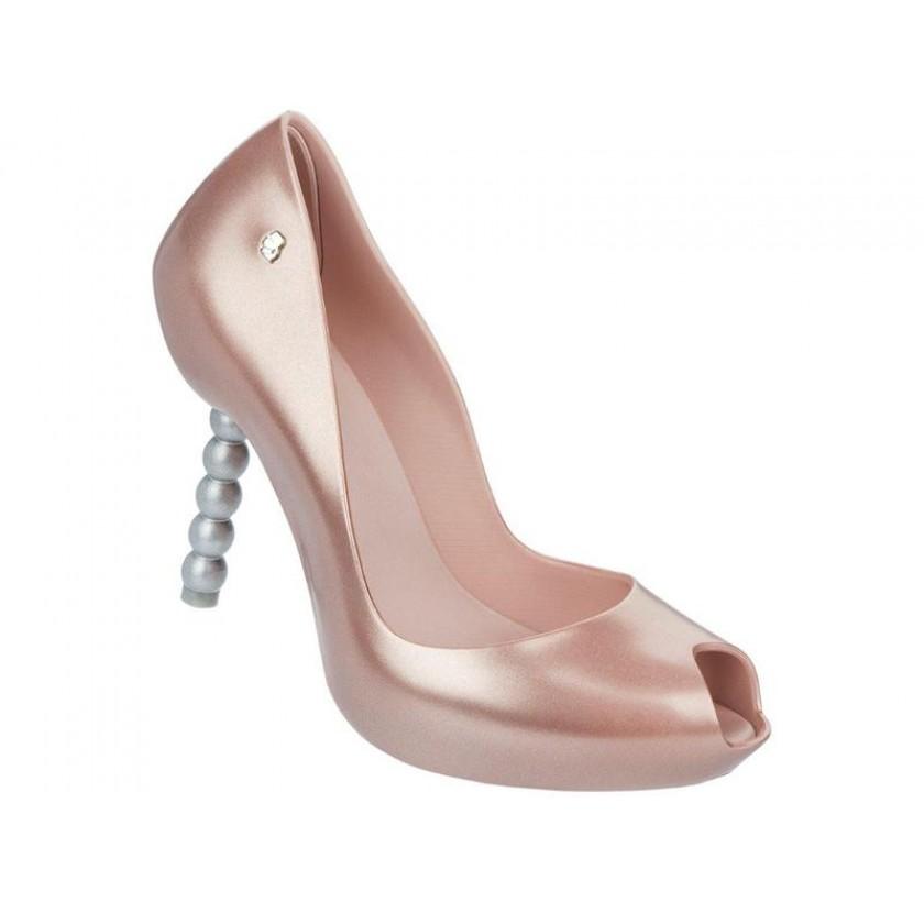 melissa-pearl-karl-lagerfeld-rosa-cameo_4.jpg