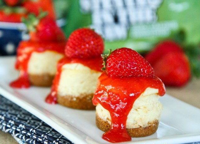 Mini-Strawberry-Cheesecakes-8-650x508.jpg