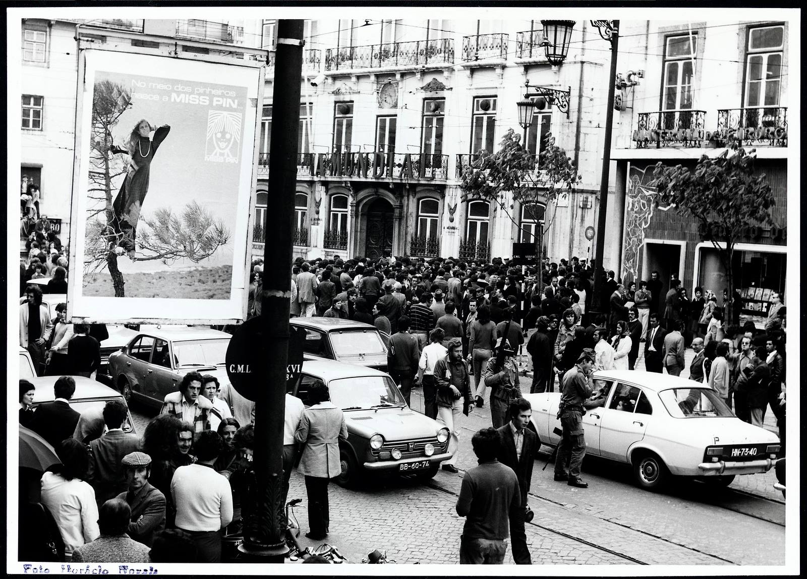 Concentração popular no Largo do Chiado.jpg